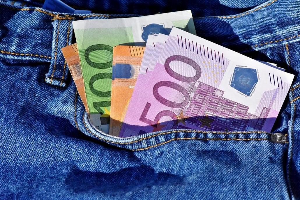 geldscheine in hosentasche - Gehaltsangabe Bewerbung